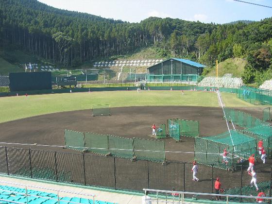 日南市天福球場で春季キャンプする広島カープ